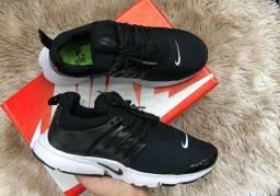 Tênis Nike Presto preto com branco