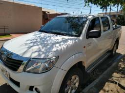 Toyota Hilux SR automática 4x2 - 2014