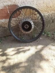 Roda da 150 traseira boa freio a tambor