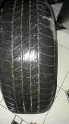 Vendo um pneu semi novo 265/60r18valor so 150REAIS