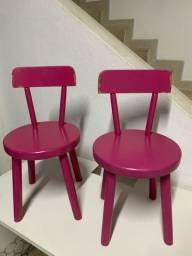 2 cadeiras infantis em madeira