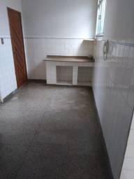 Apart térreo na Rua dos Artistas de 2qto, sala, coz, copa e área separada