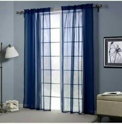 Cortina em voil azul para portas e janelas.
