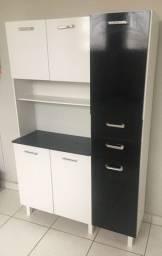 Armário de cozinha preto e branco