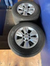Vende-se jogo 4 Roda Hillux Aro 17 com pneus.