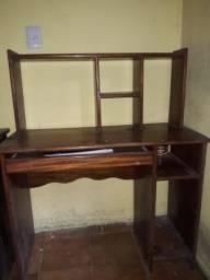 Escrivaninha e mesa de computador