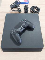 PlayStation 4 - 500 GB (1 Ano de Uso)