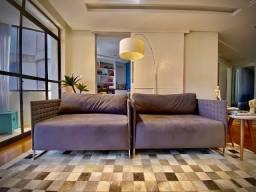 Dois sofás tipo namoradeira