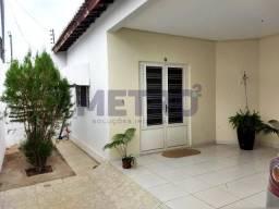Casa no bairro Jatobá com: - 3 quartos, uma suíte;