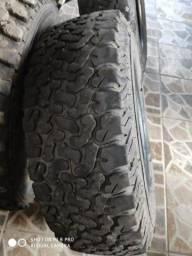 Vendo 2 pneus 225/70-16 meia vida