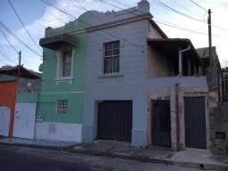 Casa + Duas casas de fundo no melhor ponto do Carlos Prates