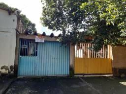 Casa com barracão no Balneário Meia Ponte