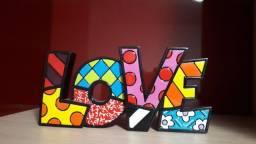 Escultura love Romero Britto
