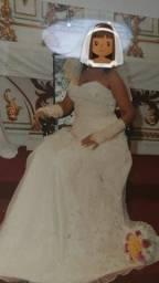 Vestido de Noiva e de Daminha + vestido para Madrinha