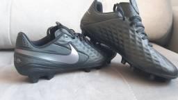 Chuteira Nike Tiempo 8