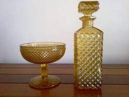 Garrafa de Whisky e Licor e Bombonier Antiga em Bico de Jaca