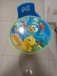Título do anúncio: Mesa infantil para Atividades com uma cadeira