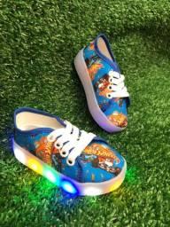 Sapato infantil pisca-pisca LEDs