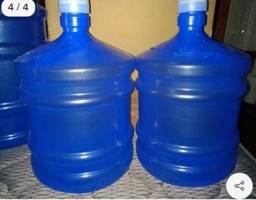 3 Galões  D água 20 Lts .