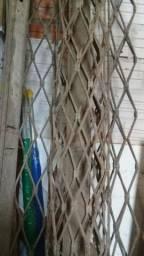 cortina de ferro vendo desocupar lugar.