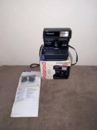 Máquina fotográfica polaroid.