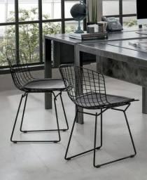 Cadeira Bertoia com almofada Tok Stok, em Sorocaba SP