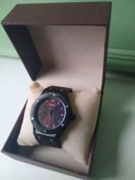 Vendo relógio modelo esporte 150,00