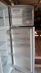 Vendo geladeira 2 portas