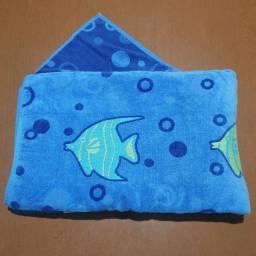 Toalha de Praia Azul Baixo Relevo Peixe 1,74x1,00m<br><br>Semi nova, super conservada