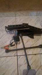 Macaco,chave cruz e carregador de bateria