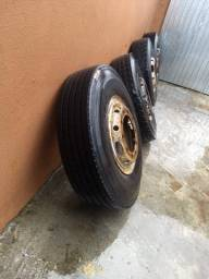 4 pneus 1000 por 20 com rodas $ 1500,00 sem rodas 1200,00