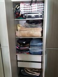 Guarda roupas com 3 mês de uso