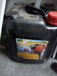 Vendo galão de óleo. Para motor de câmera fria gerador