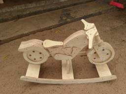 Motinha em madeira reciclável