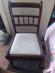 Cadeiras de madeira antiga