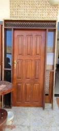 Vendo uma porta madeira jequitibá