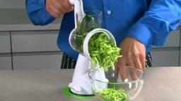 Ralador, cortador e fatiador de legumes e verduras.