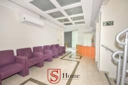 Prédio comercial com 09 salas para aluguel no Seminário em Curitiba