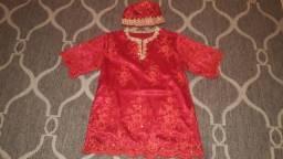 Conjunto vermelho com calça, blusa e eketé