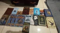 Título do anúncio: Minha coleção raríssima de livros lote com 17 sou de SP entrego