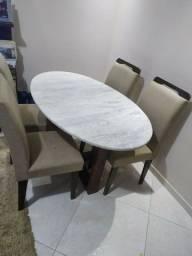 Mesa 4 lugares sem as cadeiras.