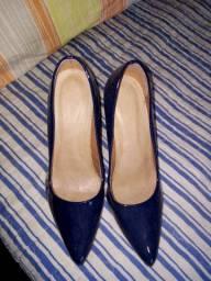 Dois pares de sapato scarpan