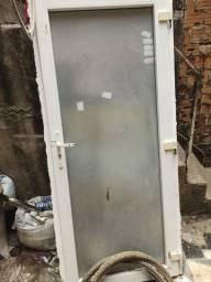 Um porta de escritório de vidro