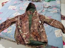 Jaqueta camuflada semi nova impermeável
