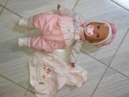 Boneca bebê e roupas