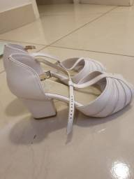 Sandália branca ortopédica seminova ( 36/37 Ideal para noivas)