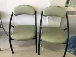 Cadeiras de espera em ótimo estado conservação