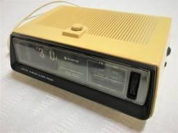 Rádio Relógio Antigo Flip Palhetas Sanyo Funcionando