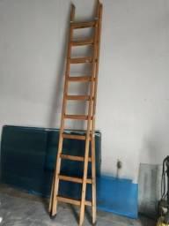Escada de madeira multi-uso