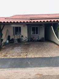 Vende-se essa casa em condomínio fechado
